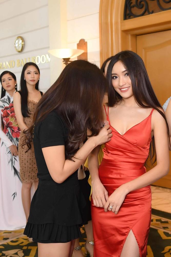 Thí sinh Hoa hậu Hoàn vũ đẹp lộng lẫy đua sắc với BGK ảnh 13