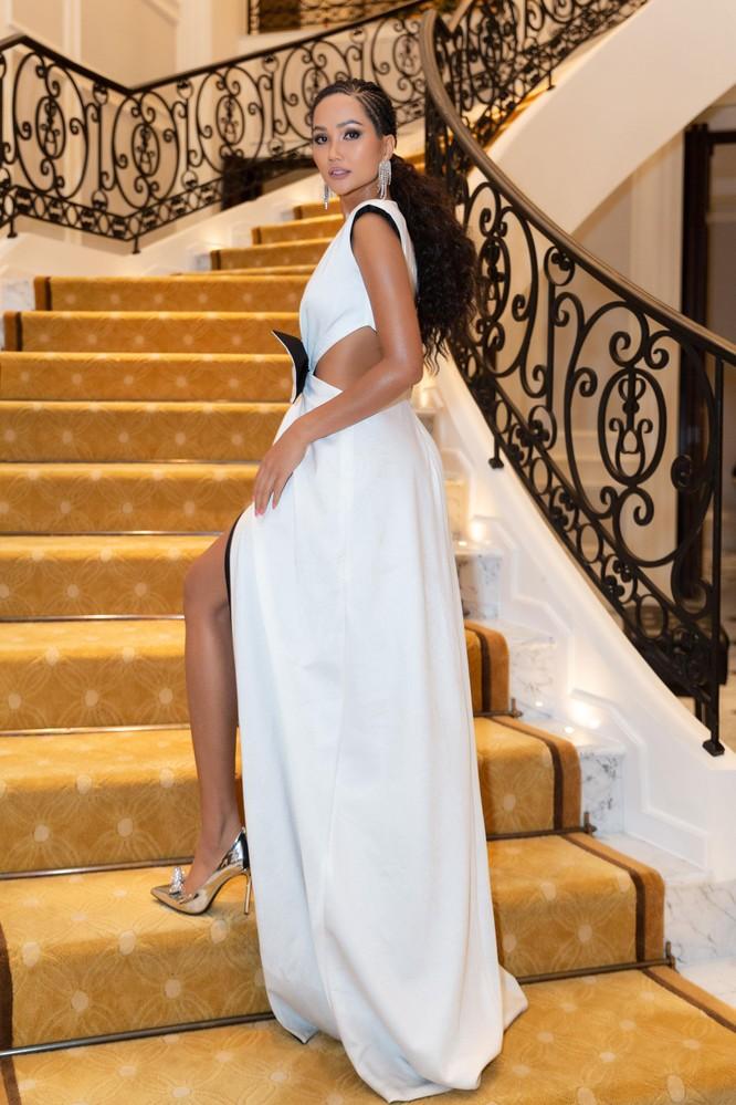 Hoa hậu H'Hen Niê hóa gái tây hoang dã ảnh 9