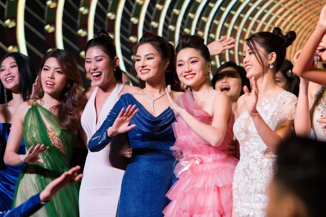 Đêm tiệc lộng lẫy của các Hoa hậu thu 1 tỷ 40 triệu đồng ảnh 1