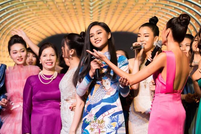 Đêm tiệc lộng lẫy của các Hoa hậu thu 1 tỷ 40 triệu đồng ảnh 3