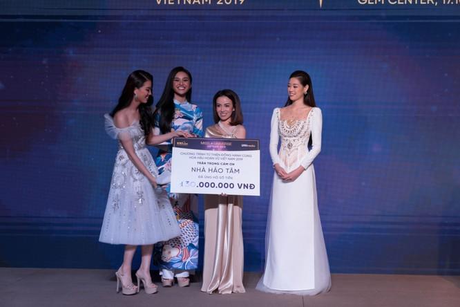 Đêm tiệc lộng lẫy của các Hoa hậu thu 1 tỷ 40 triệu đồng ảnh 15
