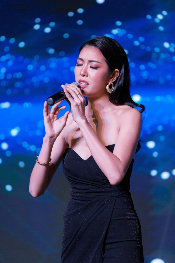 Đêm tiệc lộng lẫy của các Hoa hậu thu 1 tỷ 40 triệu đồng ảnh 9
