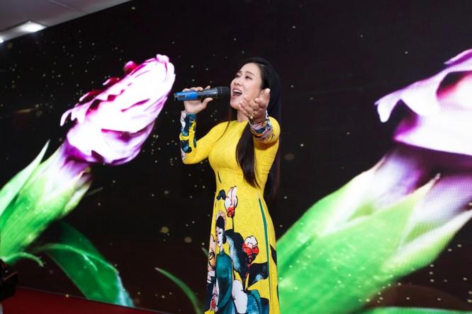 NSƯT Vân Khánh cũng có mặt ủng hộ Tết Việt Canh Tý 2020
