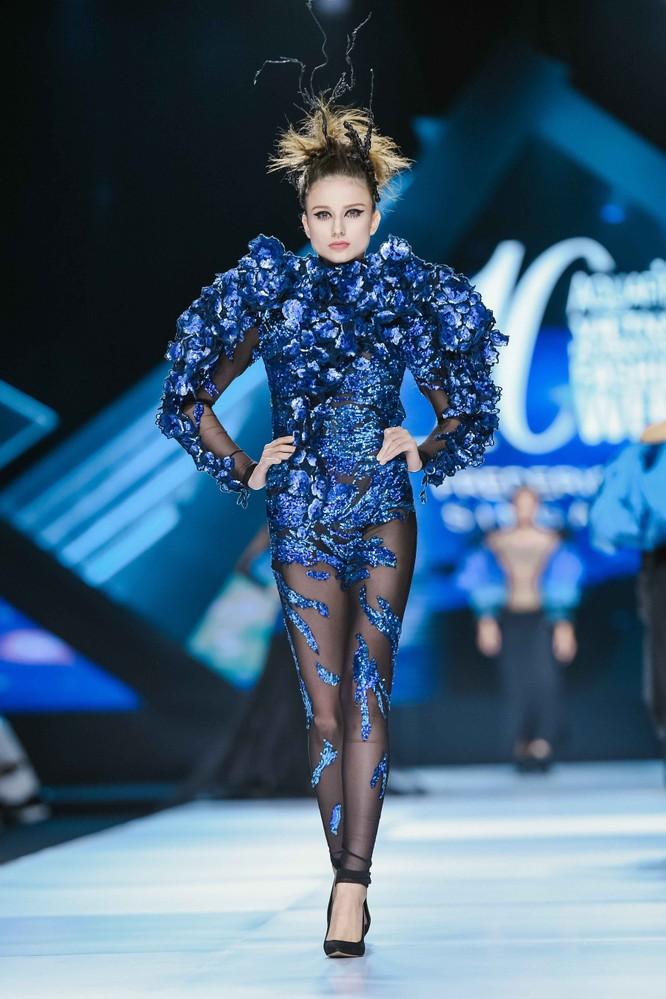 Hoa hậu H'Hen Niê cưỡi ngựa, siêu mẫu Thanh Hằng hóa quái kiệt ảnh 12
