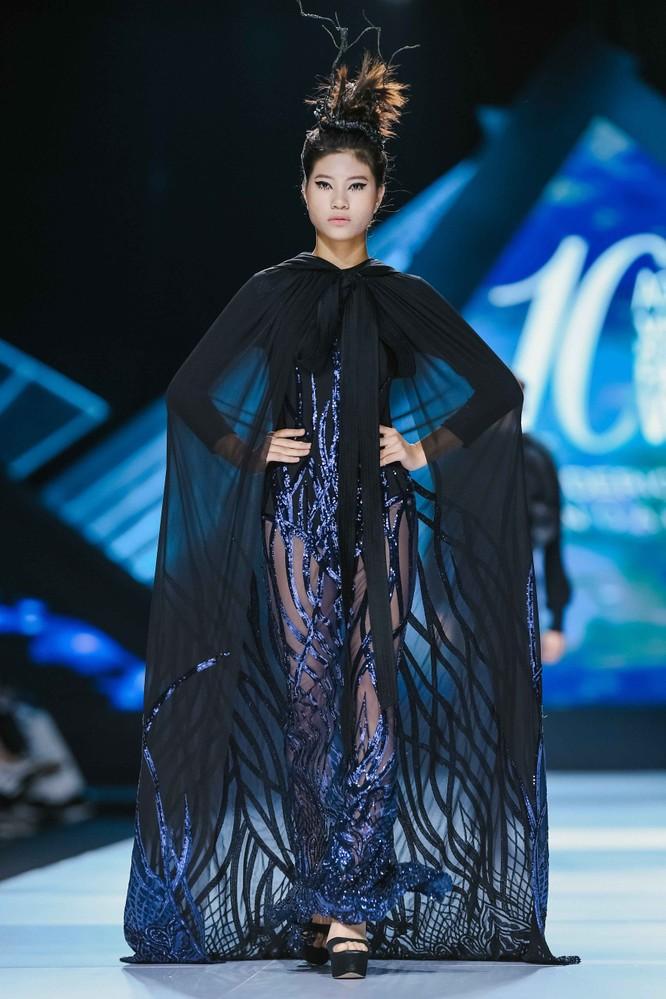 Hoa hậu H'Hen Niê cưỡi ngựa, siêu mẫu Thanh Hằng hóa quái kiệt ảnh 6