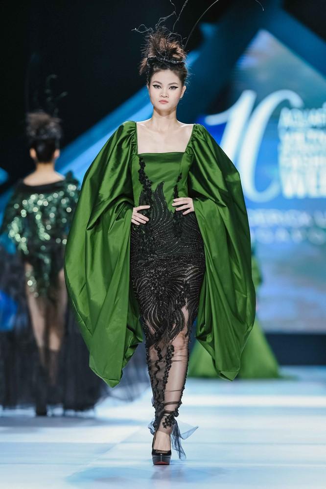 Hoa hậu H'Hen Niê cưỡi ngựa, siêu mẫu Thanh Hằng hóa quái kiệt ảnh 7