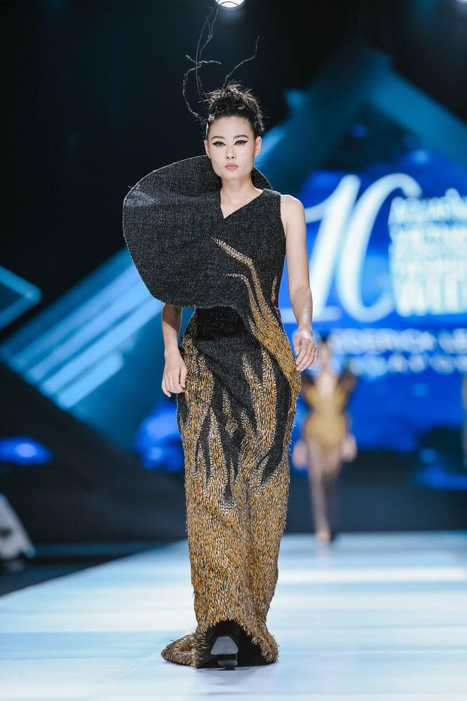Hoa hậu H'Hen Niê cưỡi ngựa, siêu mẫu Thanh Hằng hóa quái kiệt ảnh 9