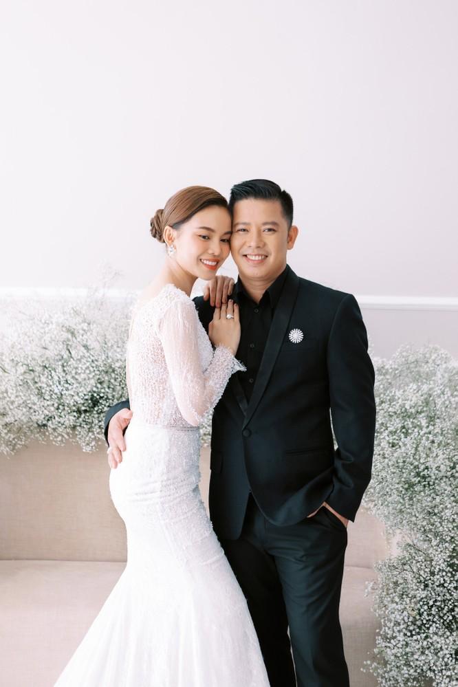 Giang Hồng Ngọc khoe hình cưới cùng chồng và con trai ảnh 13