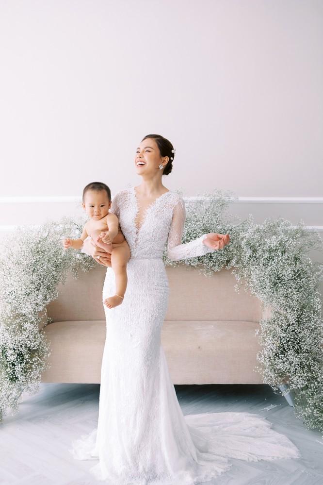 Giang Hồng Ngọc khoe hình cưới cùng chồng và con trai ảnh 4