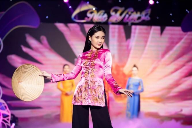 Tre Việt trên chiếc áo bà ba duyên dáng