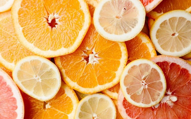 Nước ép trái cây có múi giúp thải độc gan tuyệt vời, nhưng nhớ đừng uống đồ đã qua chế biến
