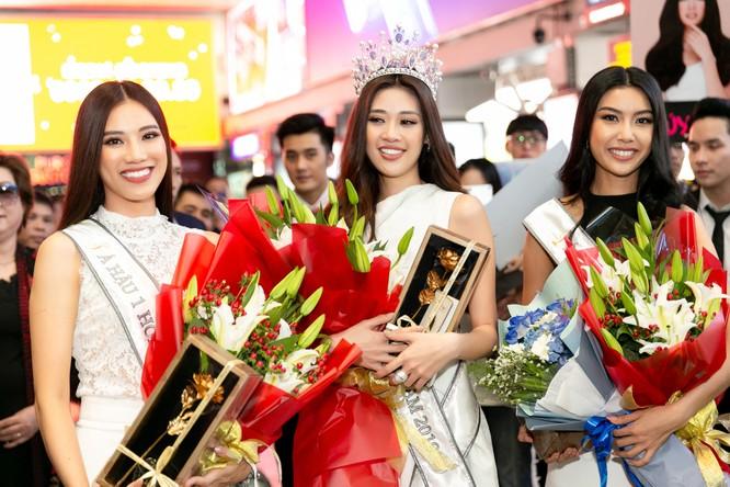 Hoa hậu Khánh Vân và hai Á hậu đẹp rạng rỡ ngày trở về ảnh 7