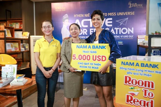 Hoa hậu H'Hen Niê gây quỹ hơn 22.000 USD cho Room to Read ảnh 1