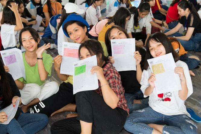 Hoa hậu H'Hen Niê gây quỹ hơn 22.000 USD cho Room to Read ảnh 3