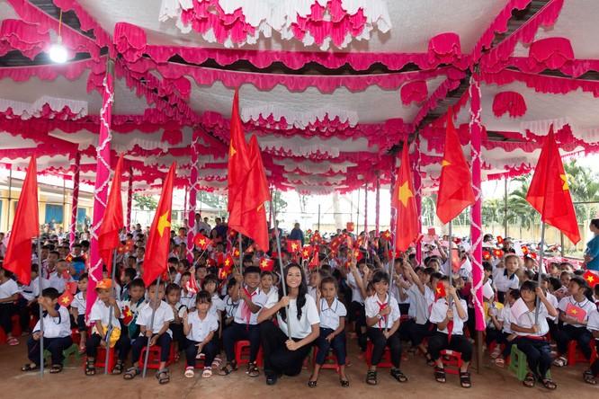 Hoa hậu H'Hen Niê gây quỹ hơn 22.000 USD cho Room to Read ảnh 6