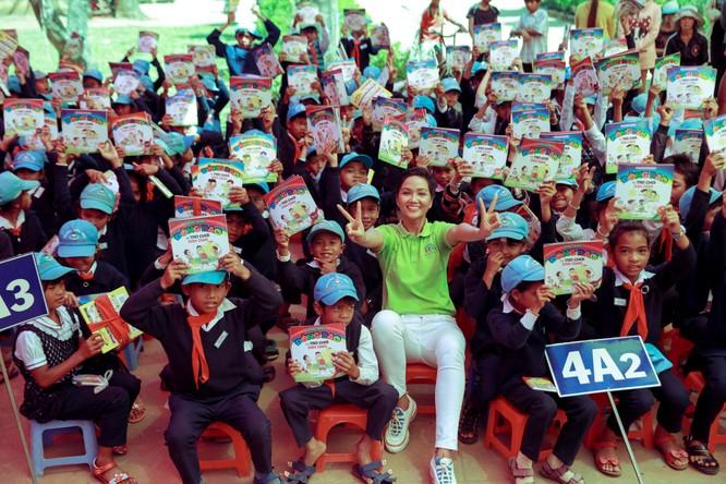 Hoa hậu H'Hen Niê gây quỹ hơn 22.000 USD cho Room to Read ảnh 14