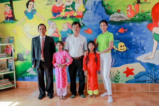 Hoa hậu H'Hen Niê gây quỹ hơn 22.000 USD cho Room to Read ảnh 8