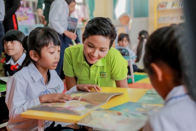 Hoa hậu H'Hen Niê gây quỹ hơn 22.000 USD cho Room to Read ảnh 9