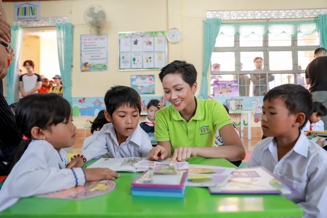 Hoa hậu H'Hen Niê gây quỹ hơn 22.000 USD cho Room to Read ảnh 11