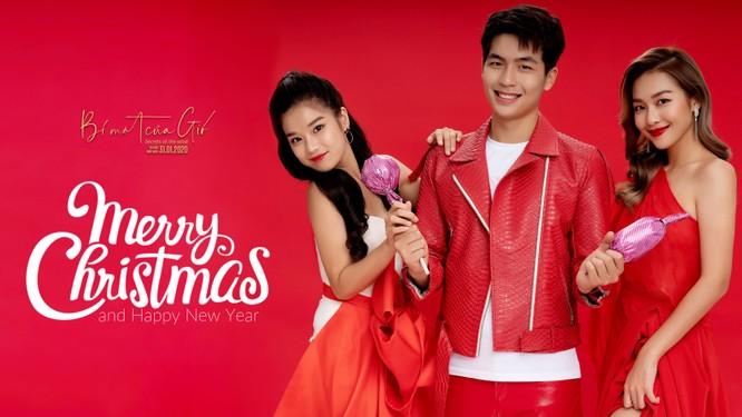 Hoàng Yến Chibi, Khả Ngân và Quốc Anh đỏ rực quyến rũ mùa Noel ảnh 9