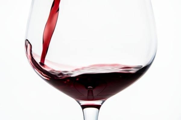 Rượu vang đỏ là lựa chọn an toàn cho làn da