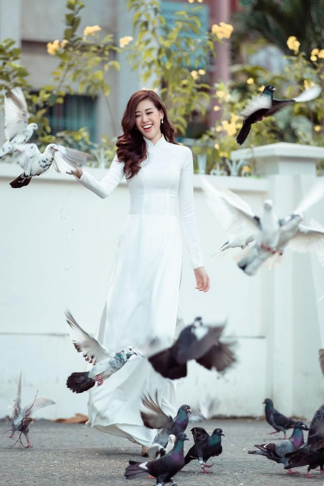 Hoa hậu Khánh Vân mặc trang phục với thông điệp bảo vệ làng nghề làm chiếu ảnh 11
