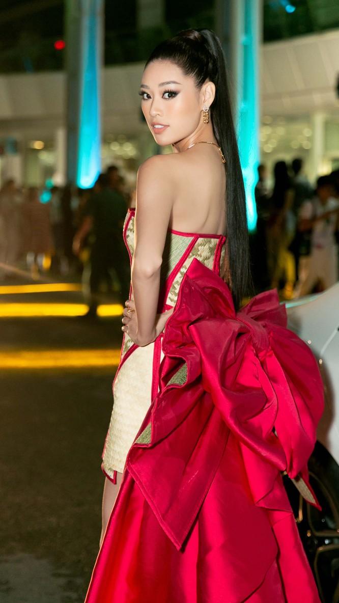 Hoa hậu Khánh Vân mặc trang phục với thông điệp bảo vệ làng nghề làm chiếu ảnh 5