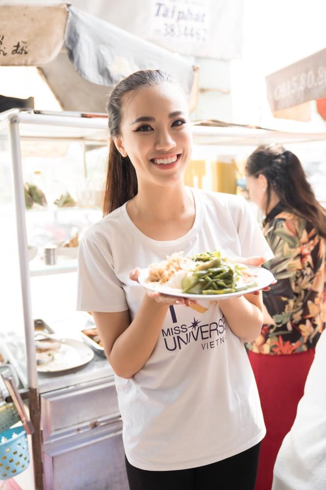 Á hậu Kim Duyên phụ gia đình bán cơm bình dân ảnh 8