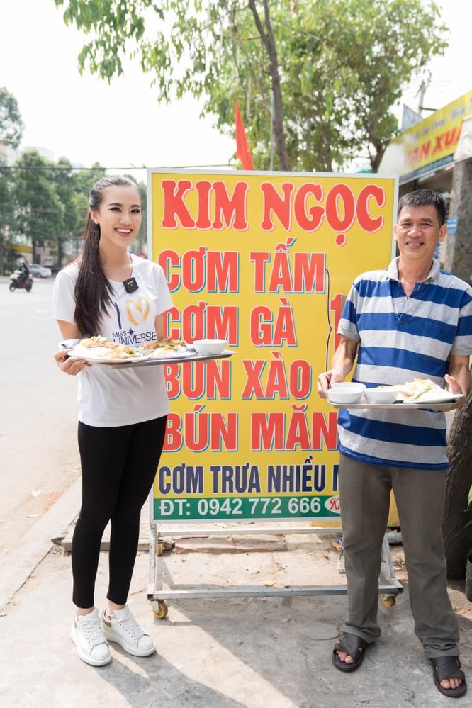 Á hậu Kim Duyên phụ gia đình bán cơm bình dân ảnh 9