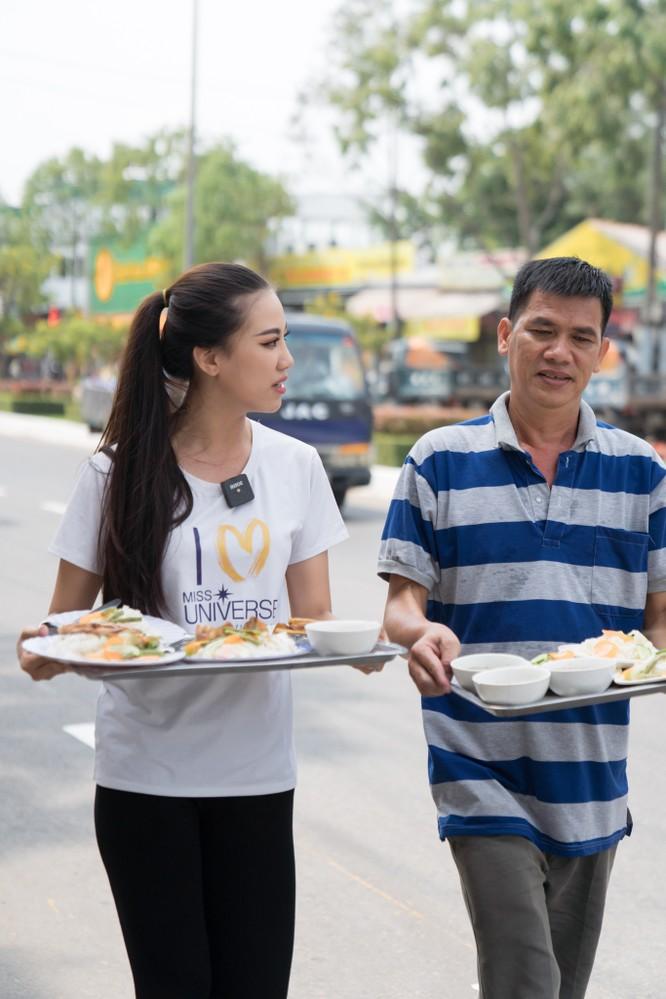 Á hậu Kim Duyên phụ gia đình bán cơm bình dân ảnh 11