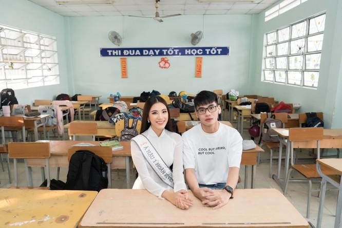 Hai chị em tại ngôi trường THPT Phan Ngọc Hiền (Cần Thơ)
