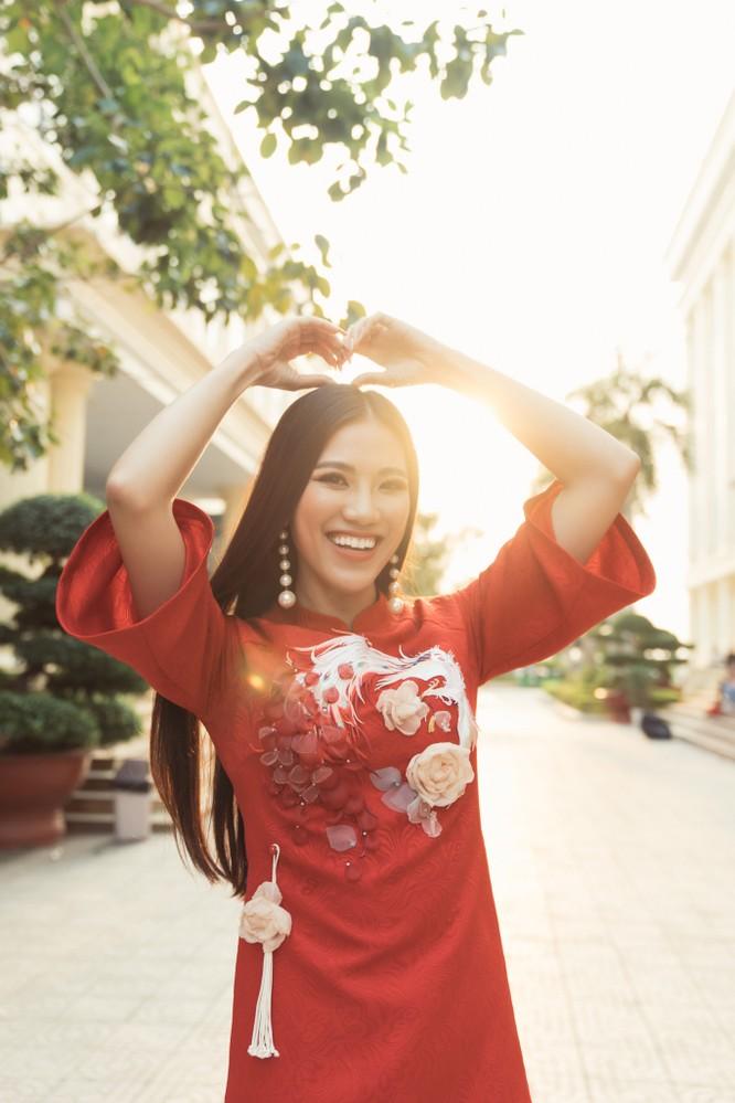 Á hậu Kim Duyên phụ gia đình bán cơm bình dân ảnh 15