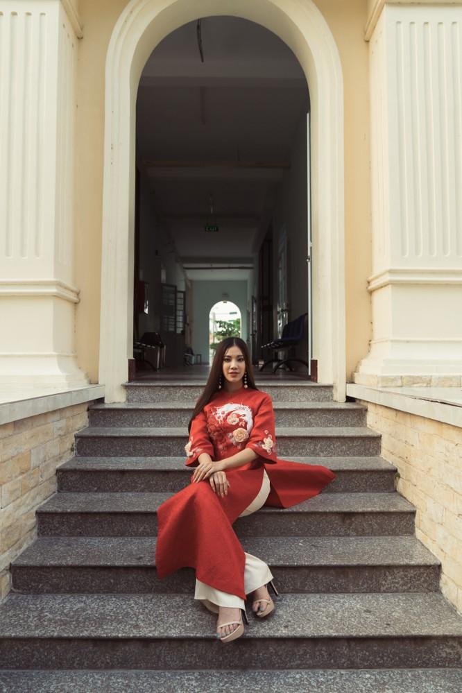 Á hậu Kim Duyên phụ gia đình bán cơm bình dân ảnh 16