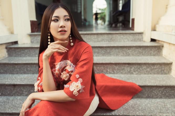 Á hậu Kim Duyên phụ gia đình bán cơm bình dân ảnh 17