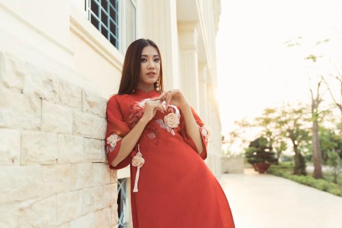 Á hậu Kim Duyên phụ gia đình bán cơm bình dân ảnh 18