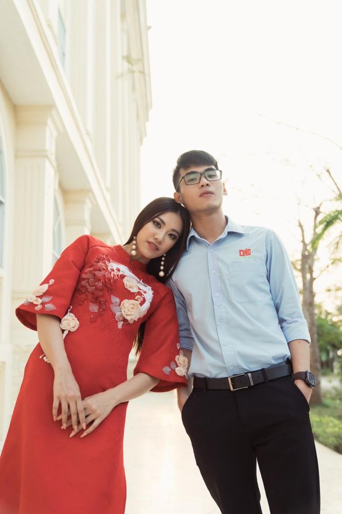 Á hậu Kim Duyên phụ gia đình bán cơm bình dân ảnh 19