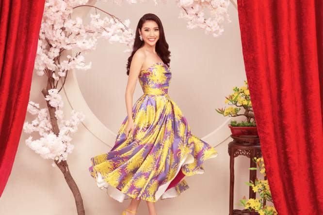 Á hậu Thúy Vân tươi tắn trong đầm hoa của NTK Đỗ Mạnh Cường