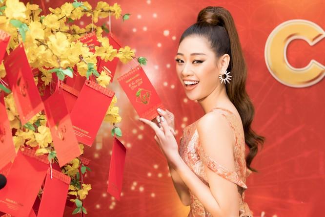 Hoa hậu gửi lời chúc mừng năm mới đến toàn thể mọi người