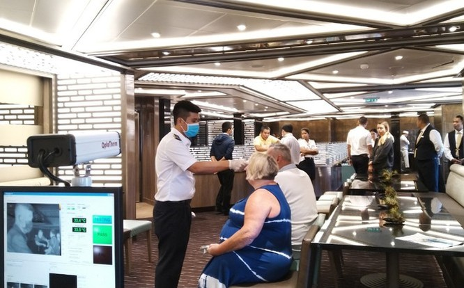 Kiểm dịch y tế quốc tế đối với hành khách trên tàu du lịch (Ảnh: Trung tâm Kiểm dịch y tế quốc tế TP.HCM)