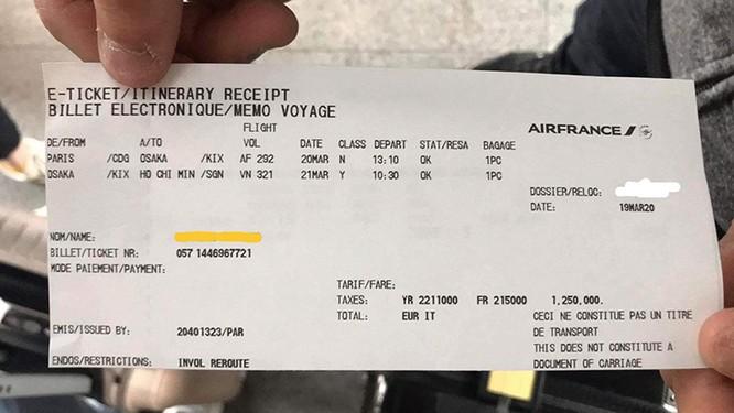 Em T chia sẻ với nhóm phụ huynh vé bay chuyến tiếp theo (Ảnh do nhân vật cung cấp)