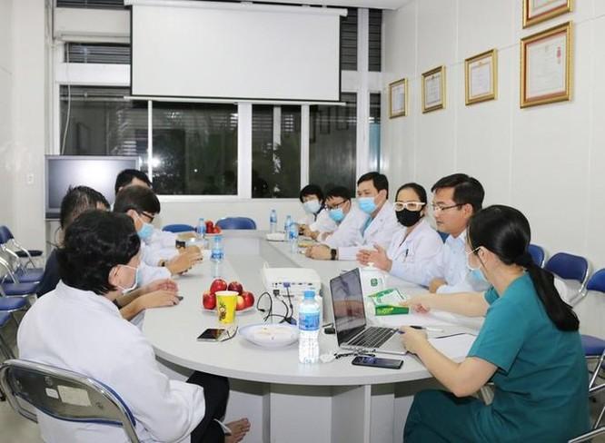 Hội đồng chuyên môn BV Chợ Rẫy hội chẩn điều trị bệnh nhân 91, phi công người Anh (Foto: N.T)