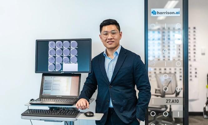 Aengus Tran (Đình Áng) được anh trai gọi là linh hồn của dự án vì đã tạo ra công nghệ từ khi Minh Trí còn ngồi ghế giảng đường Đại học y New South Wales