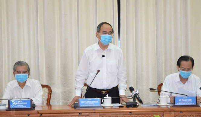 Bí thư thành ủy Nguyễn Thiện Nhân chỉ đạo tại cuộc họp (Ảnh: TTBC)