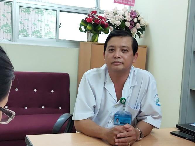 BS Nguyễn Thanh Phong, Trưởng khoa Nhiễm D (Bệnh viện Bệnh Nhiệt đới TP.HCM) - Ảnh: Hòa Bình