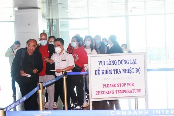 BS. Nguyễn Thanh Phong cảnh báo hết sức thận trọng khi mở cửa đường bay quốc tế ảnh 2