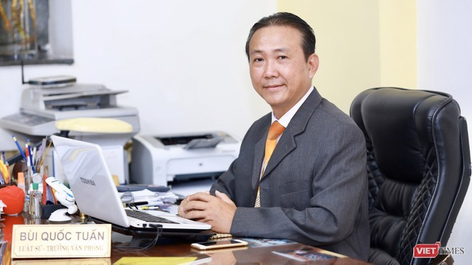 Luật sư Bùi Quốc Tuấn (Đoàn Luật sư TP.HCM) trao đổi về việc cho học sinh sử dụng điện thoại trong lớp học (Ảnh: HB)