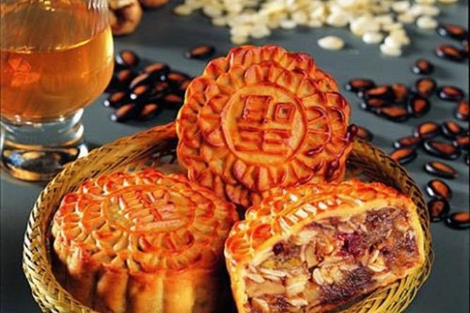 Bánh trung thu được ưa chuộng mỗi dịp đón Tết Trăng (Ảnh: LĐ)