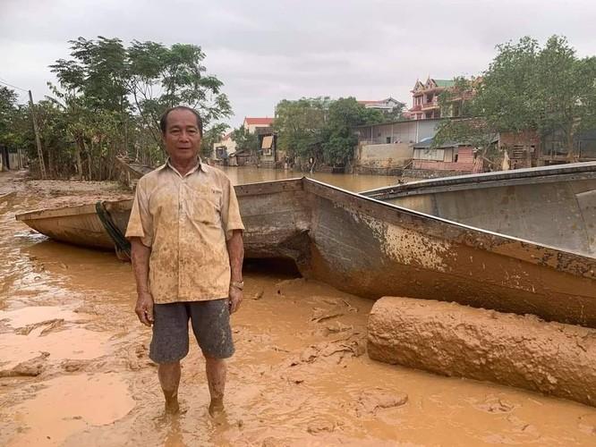 """""""Người hùng chân đất"""" cứu 100 người trong lũ dữ Quảng Bình đã được tặng con đò mới thay con đò bị vỡ ảnh 3"""