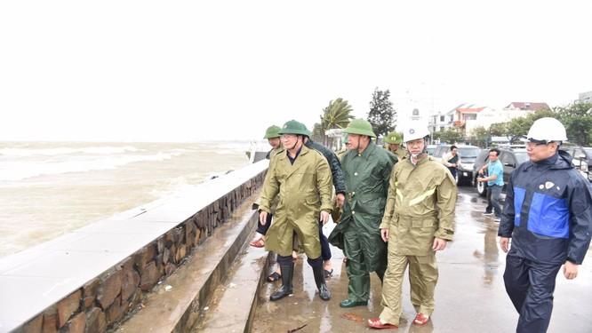 Phó Thủ tướng Trịnh Đình Dũng: Điều tàu hải quân đi cứu ngư dân gặp nạn ảnh 1