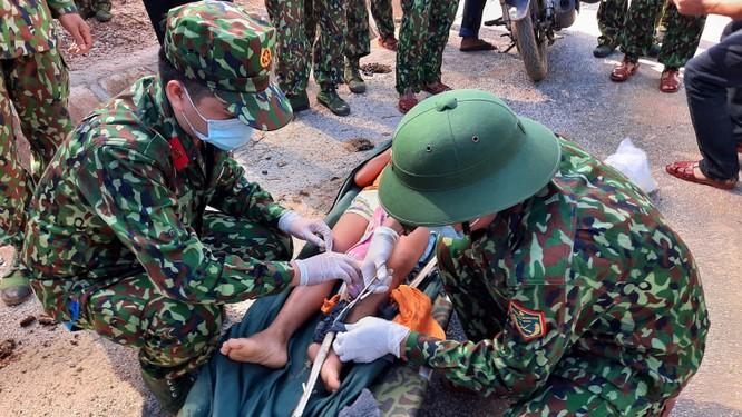 Dốc toàn lực, đưa cả máy bay và tàu thuỷ vào cứu dân Trà Leng ảnh 7
